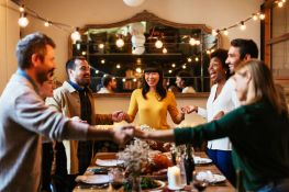 How to Host a Money Stress Free Thanksgiving