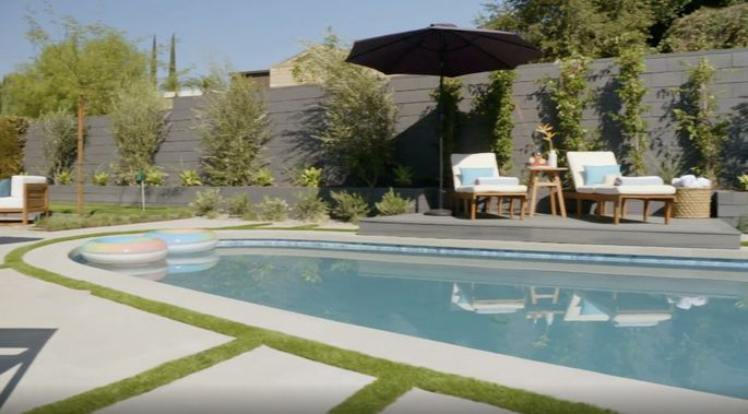 Now, the waterline on the pool is elegant and modern.